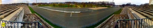 Panorama rednerbalkon zeppelintribuene dutzendteich rpt 210418 113212 3